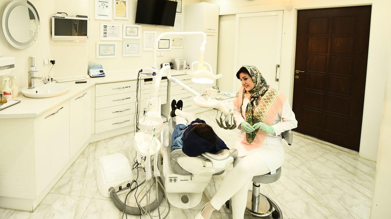 بیوگرافی دکتر ندا مکانیک دندانپزشک اصفهان
