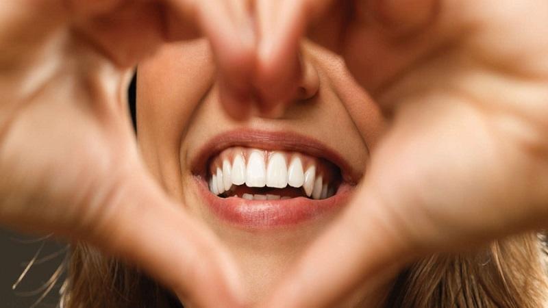 بهترین دندانپزشک اصفهان مشاوره با دندانپزشک زیبایی چه فایدهای دارد؟