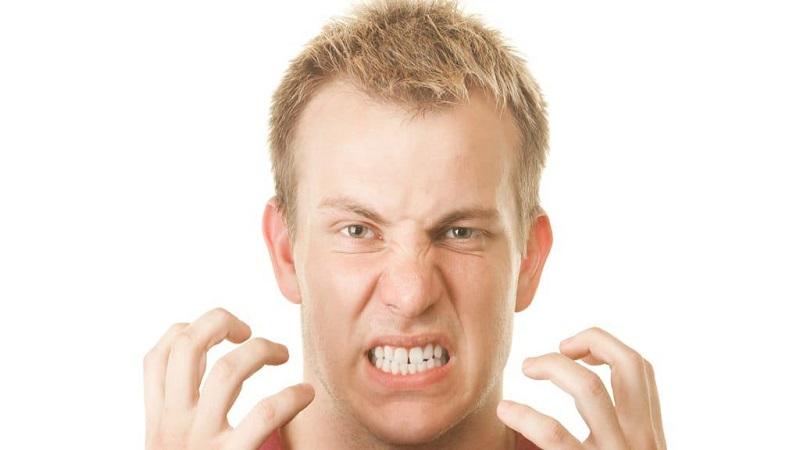 بهترین دندانپزشک اصفهان چرا بعد از ترميم دندانها، لثه ها درد دارند؟