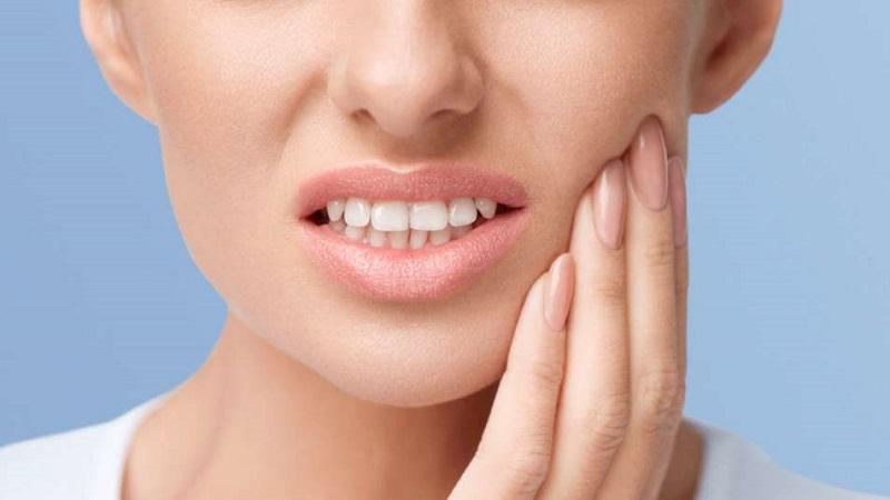 بهترین دندانپزشک اصفهان  |علت درد لثه چیست و چگونه درمان میشود؟