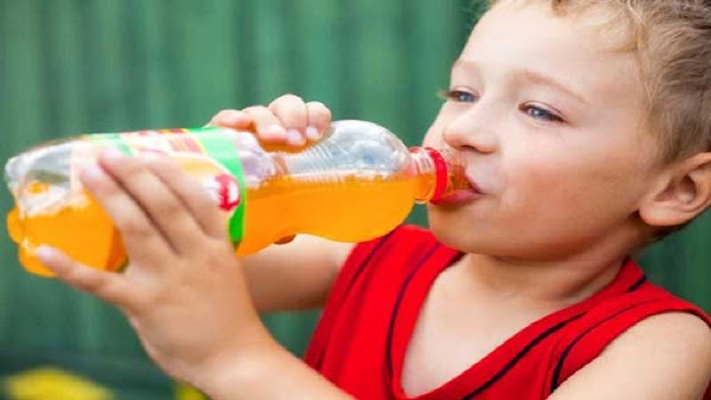نوشیدنی های مضر برای دندان کودک | بهترین ایمپلنت اصفهان