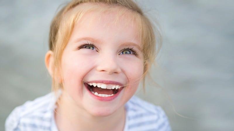 درمان تغییر رنگ ناشی از قطره آهن در کودکان | بهترین دندانپزشک اصفهان