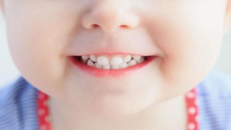تاثیر شیر مادر بر سلامت دندان کودکان | بهترین ایمپلنت اصفهان