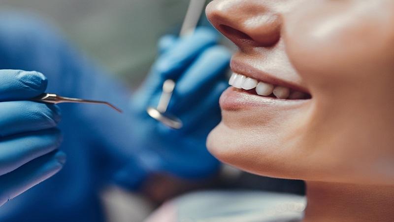 جراحی کانتورینگ لثه و زیباتر کردن دندان ها | بهترین دندانپزشک زیبایی اصفهان